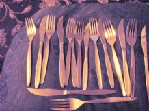 16 PC VINTAGE STAINLESS STEEL CUTLERY MONOGRAM STEAK OTHERS UNMARKED
